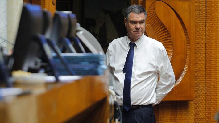 Ossandón anuncia que se inhabilitará en votación de secretario del Senado: Candidato es el fiscal Guzmán