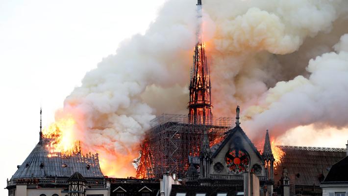 YouTube confunde el incendio de la catedral de Notre Dame y lo mezcla con información del ataque del 11S