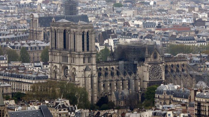 Los tres rosetones y el órgano resistieron al feroz incendio que afectó a la catedral de Notre Dame