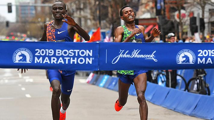 El electrizante y emotivo final que tuvo el Maratón de Boston con dos atletas peleando el título