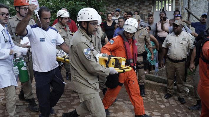 Asciende a 16 la cifra de fallecidos tras derrumbe de dos edificios en favela de Río de Janeiro