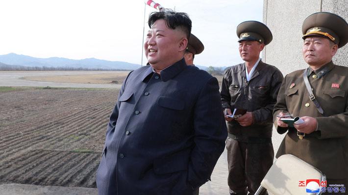 """Agencia de Corea del Sur asegura que Kim Jong-un supervisó prueba de una nueva """"arma táctica guiada"""""""