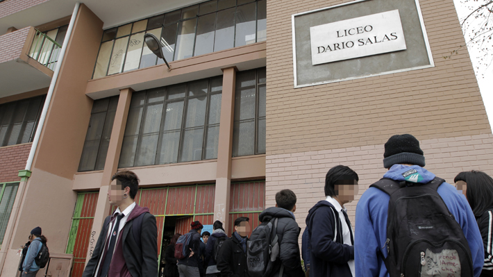 Detienen a alumnos y ex alumnos del Liceo Darío Salas por atacar a una profesora y rociarla con combustible