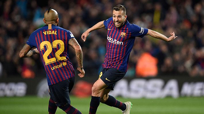 Vidal se mostró incansable en el mediocampo del Barcelona que ganó y sigue firme como puntero en España