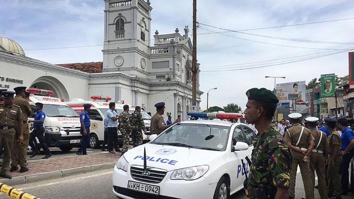 Serie de explosiones en iglesias y hoteles de lujo de Sri Lanka durante las misas de Pascua dejan al menos 52 muertos