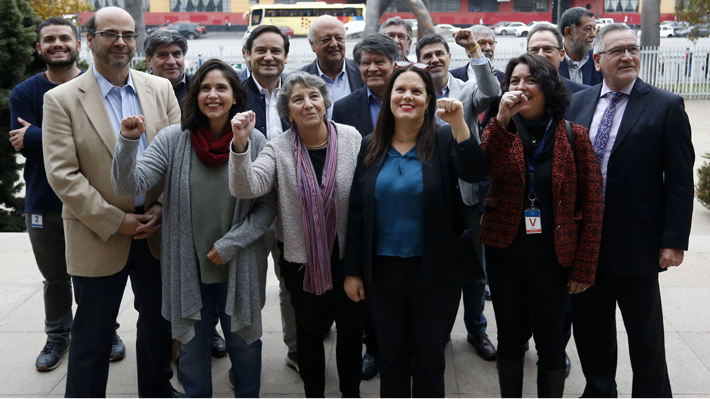 Maya Fernández oficializa candidatura a presidir el PS junto a históricos militantes: Viera Gallo, Correa y Aleuy están en su lista