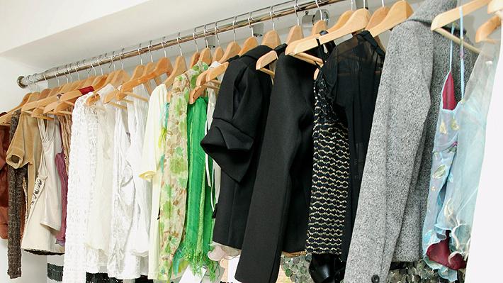 Gobierno francés prohibirá que tiendas de ropa destruyan los productos que no alcanzaron a vender