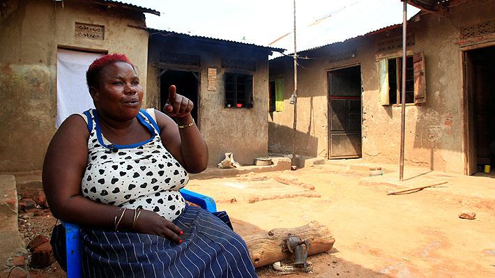 """La lucha de una mujer ugandesa por criar sola a sus 38 hijos: """"No he tenido alegría desde que nací"""""""