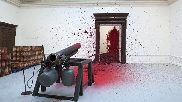 """Curador de primera exhibición de Anish Kapoor en Chile: """"Todo el tiempo la expo ofrece una mirada que desafía los sentidos"""""""