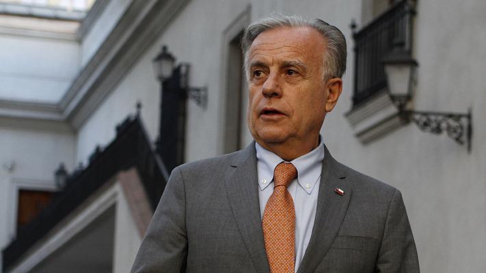 """Ministro de Salud advierte a isapres tras renuncia de Caviedes: """"Tienen que entender que cambiaron las reglas del juego"""""""