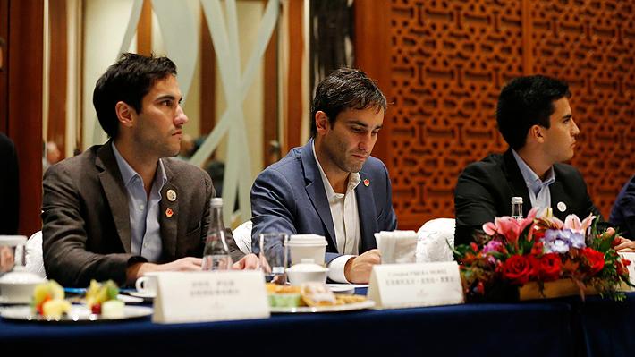 Parlamentarios de oposición critican participación de hijos de Piñera en reunión con empresas tecnológicas en China