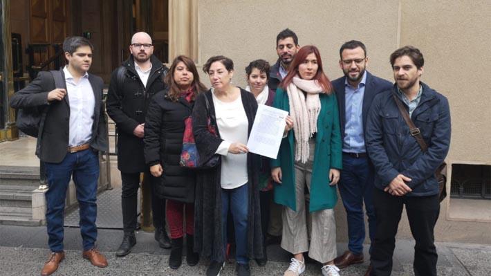 """Beatriz Sánchez se suma a rechazo por viaje de hijos de Piñera y pide poner """"fin a los privilegios"""""""