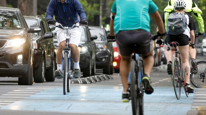 ¿Placa patente para bicicletas?: El debate que se instaló tras el atropello a Shlomit Baytelman