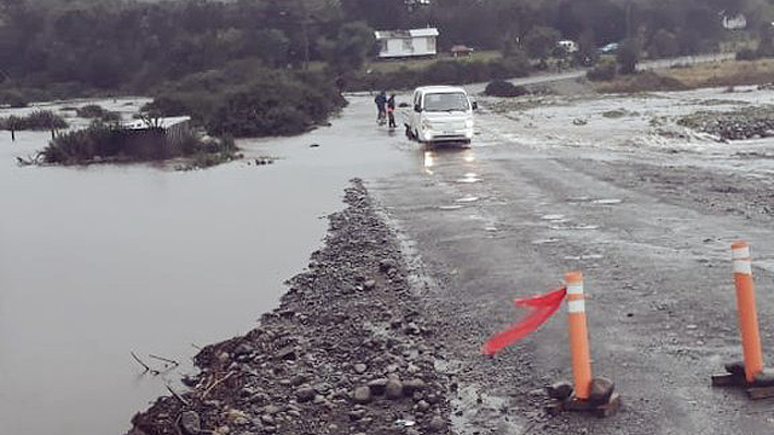 Intendencia de Los Lagos y temporal: Cuatro fallecidos, 10 caminos cortados y se extiende suspensión de clases