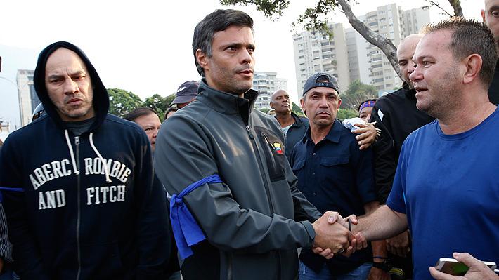 Justicia de Venezuela ordena la captura de Leopoldo López tras su liberación por grupo militar