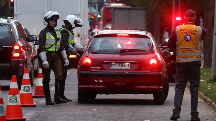 Primera jornada de restricción vehicular: Ministra Hutt afirma que tiempos de viajes bajaron y velocidad del tráfico aumentó
