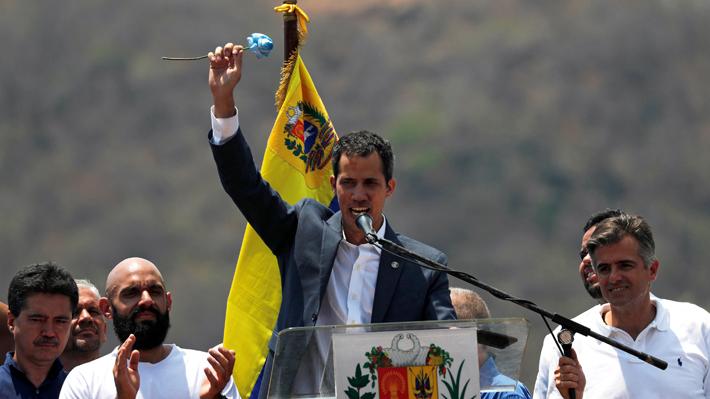 Guaidó pide a opositores ir hacia cuarteles de Venezuela para exigir apoyo de la Fuerza Armada
