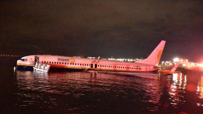 """Relato de sobreviviente del accidente en que avión terminó en el río en EE.UU.: """"Era claro que el piloto no tenía control"""""""