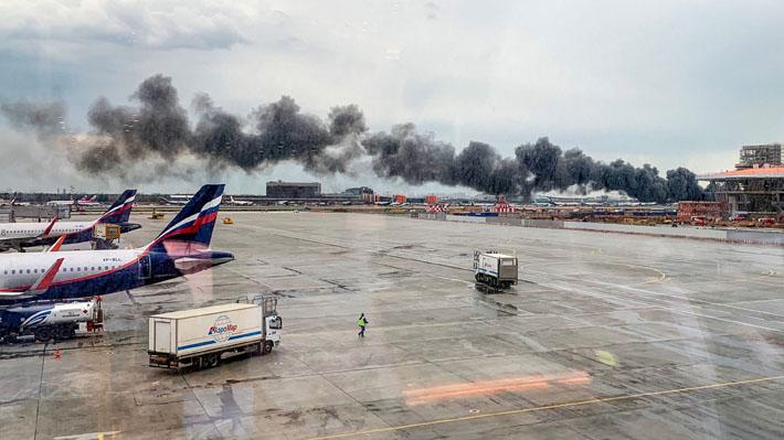 """Putin envía condolencias a familiares de víctimas de incendio en avión y abren causa por """"violación a las normas de seguridad"""""""