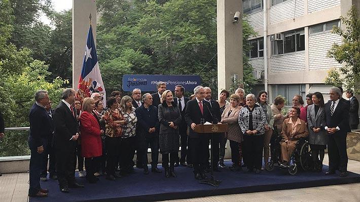 """""""Que se apruebe de una vez por todas"""": Piñera, ministros y Primera Dama salen a defender reforma de pensiones"""