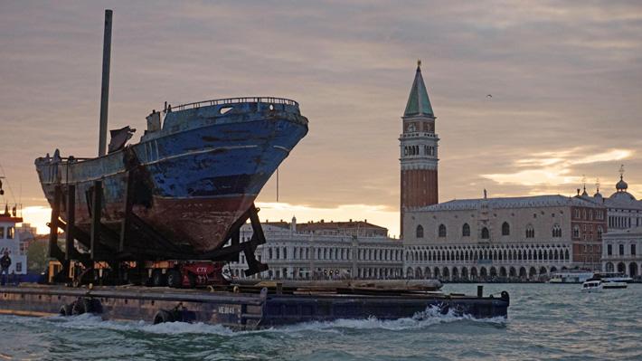 En la Bienal de Arte de Venecia expondrán los restos de naufragio en que murieron alrededor de 800 personas