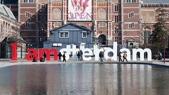 """""""Debemos actuar ahora"""": Oficina de turismo de Holanda intenta controlar la cantidad de extranjeros que visitan las ciudades"""