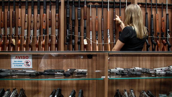 ¿Quiénes podrán portar armas en Brasil? El detalle del polémico decreto impulsado por Bolsonaro