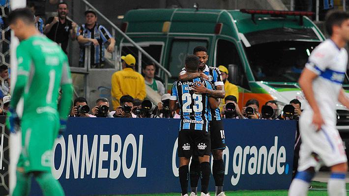 Católica perdió de manera inapelable con Gremio y quedó fuera de la Copa Libertadores, aunque irá a la Sudamericana