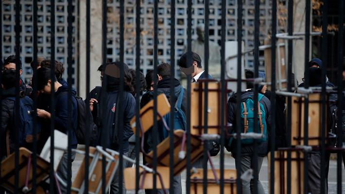 Nueva toma de estudiantes en el Instituto Nacional obliga a suspender actividades académicas