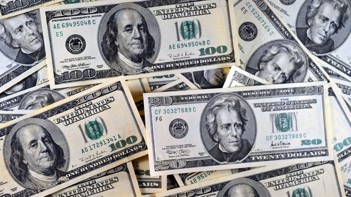 Dólar opera a la baja mientras mercado espera resultados de las negociaciones entre EE.UU. y China