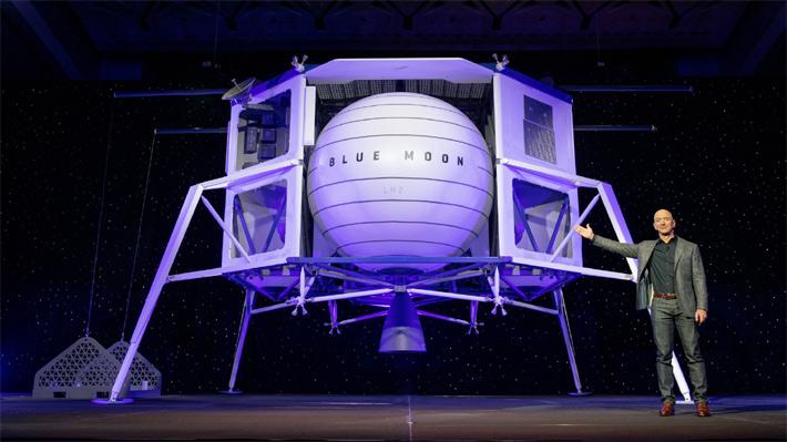 Jeff Bezos deslumbra con una cápsula lunar y muestra su plan para viajar al satélite natural