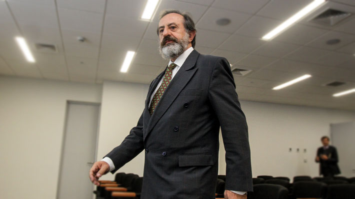 """""""Transparente"""", pero """"indefenso ante el fuego amigo"""": El perfil del director del INE que enfrenta la polémica del IPC"""