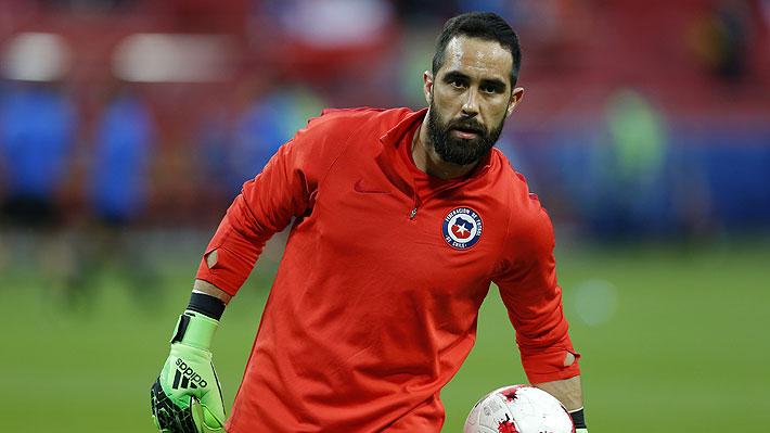 """Su larga inactividad y los """"conflictos no resueltos"""" en la """"Roja"""" alejarían a Claudio Bravo de la Copa América"""