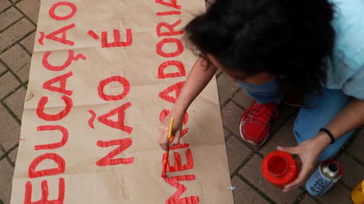 Estudiantes y profesores brasileños se movilizan contra los recortes a la educación superior de Bolsonaro