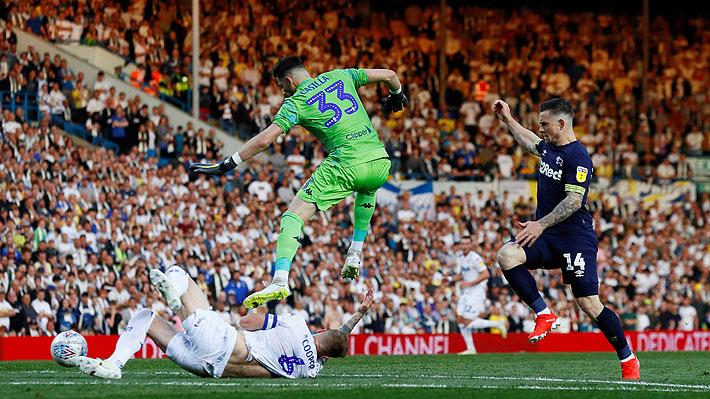 El grosero error del arquero del Leeds en la derrota que dejó al equipo de Bielsa sin opciones de ascender a la Premier