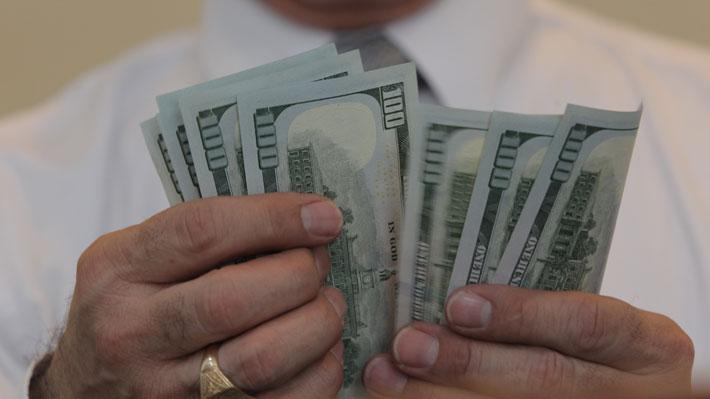 Dólar opera al alza y se encamina a los $700 tras las restricciones de EE.UU. a las importaciones de la china Huawei