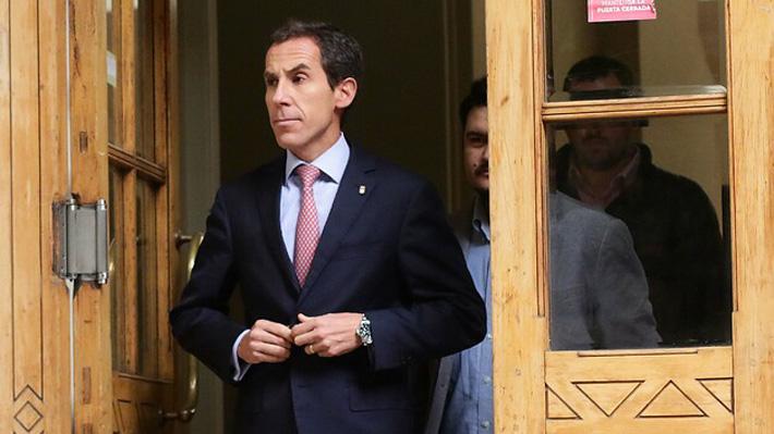 Violencia en el Instituto Nacional: Alessandri acusa confabulación y recurrirá a la fiscalía