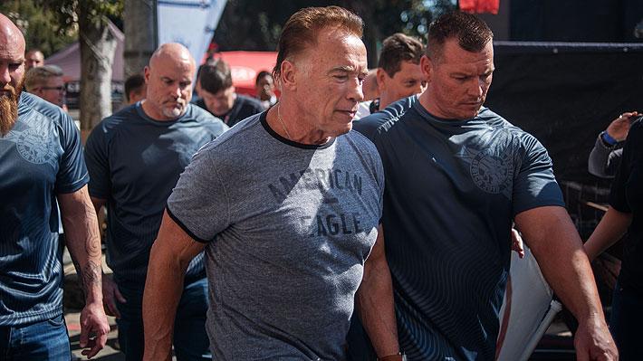 Video: Desconocido agrede a Arnold Schwarzenegger durante un evento en Sudáfrica