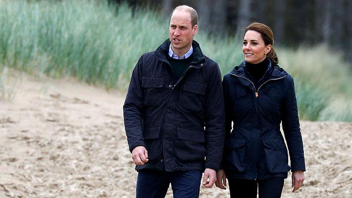 Duques de Cambridge comparten tiernas fotos familiares: George ha crecido mucho y Louis da sus primeros pasos