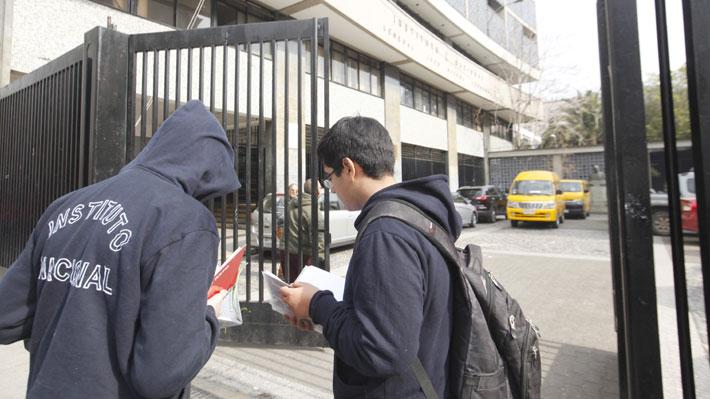 """Desde derogar """"Aula Segura"""" hasta opción vegana en menú Junaeb: Las demandas de los estudiantes del Instituto Nacional"""