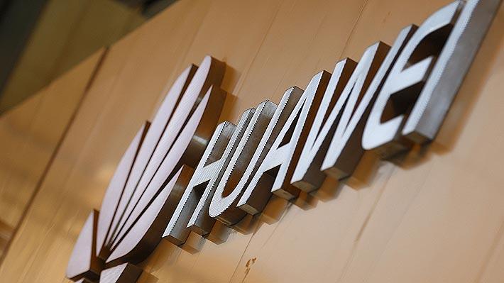Sernac dice que derechos de consumidores que ya usan teléfonos Huawei no se verían afectados