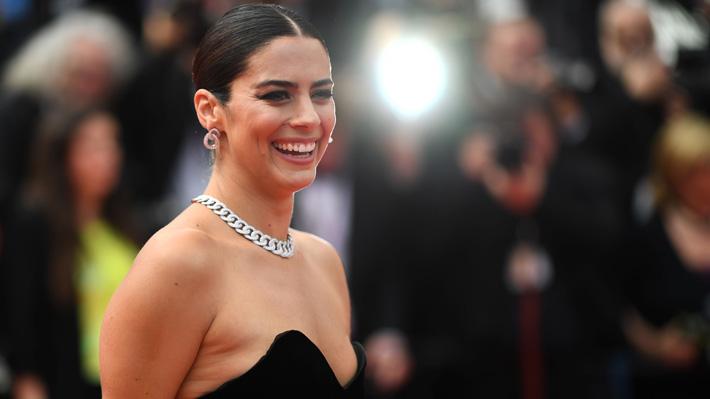 Fotos: La chilena Lorenza Izzo tuvo un elegante debut en la alfombra roja del Festival de Cannes 2019
