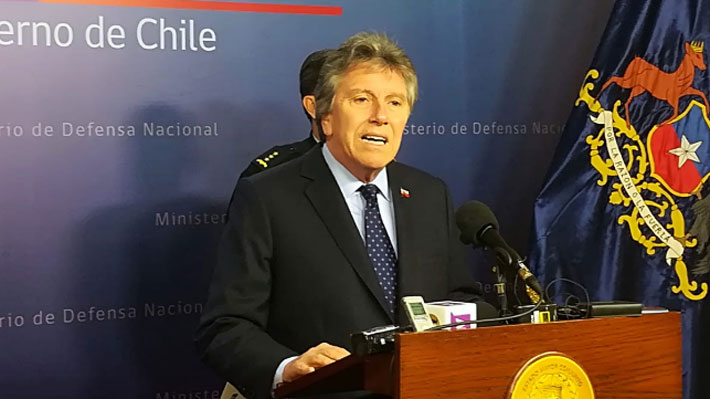 """Ministro de Defensa asegura que viaje de hijo del Presidente Piñera a Asia """"no tuvo costo adicional para el Estado"""""""