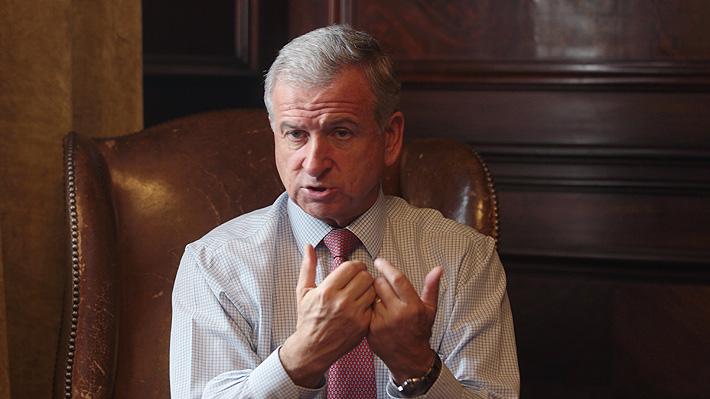 """Ministro Larraín: Guerra comercial y atraso en tramitación de reformas """"le pegan"""" a la economía chilena"""