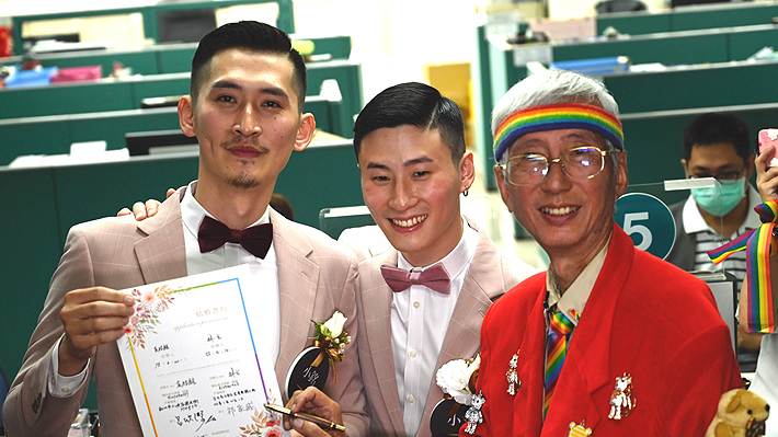 Taiwán registra sus primeros casamientos homosexuales en jornada histórica para Asia