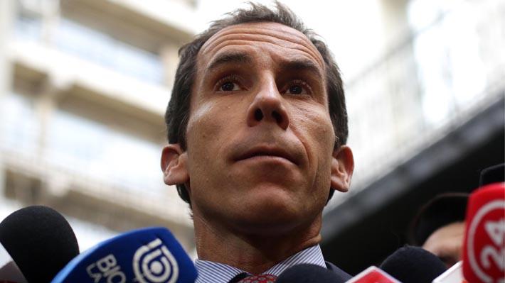 """Alcalde de Santiago no descarta toque de queda para menores: """"Me gusta la libertad, pero bien entendida"""""""