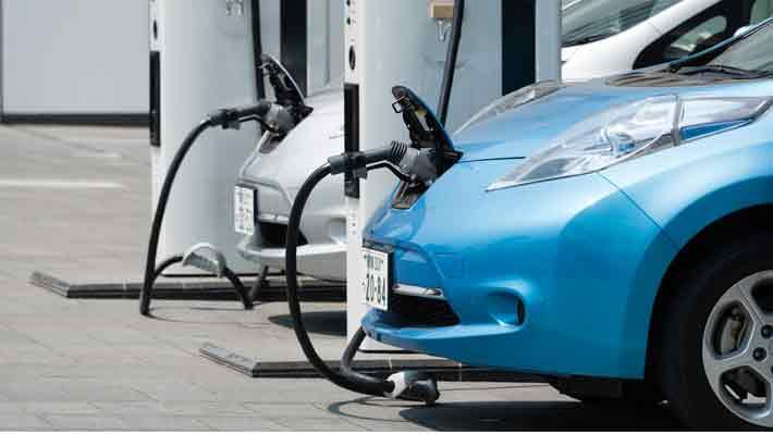 Fiat Chrysler y Renault: Normas ambientales impulsan autos eléctricos y alientan fusiones en la industria