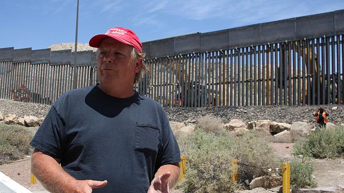 """Seguidores de Trump levantan un """"muro privado"""" en la frontera con México: """"Esta es mi casa, no la de ellos"""""""