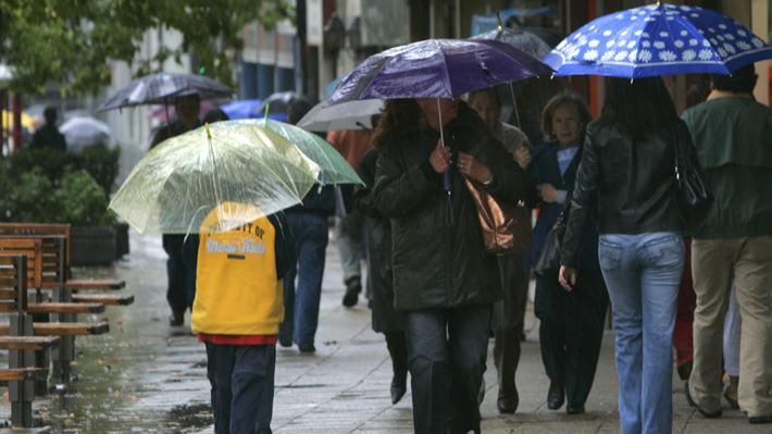 Meteorología: Lluvias llegarían a la RM la noche del martes y mayor intensidad se registrará en las regiones del Maule y Biobío