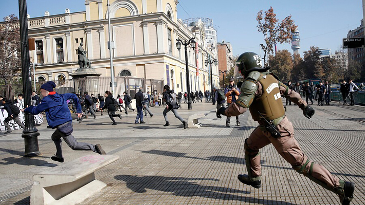 Carabineros pone a disposición de la fiscalía antecedentes sobre agresión de funcionaria a detenida